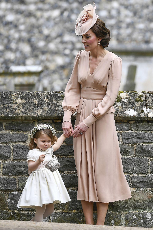 Kate Middleton en la boda de su hermana Pippa junto a su hija la...