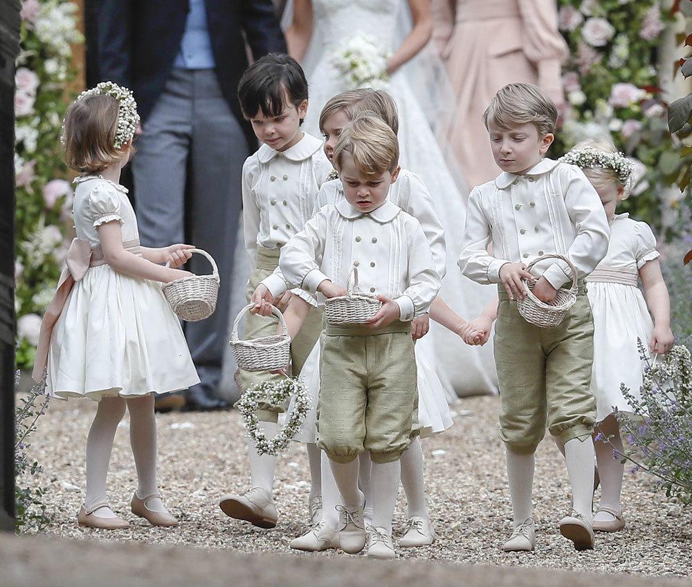 El príncipe George y la princesa Charlotte durante la boda de Pippa...