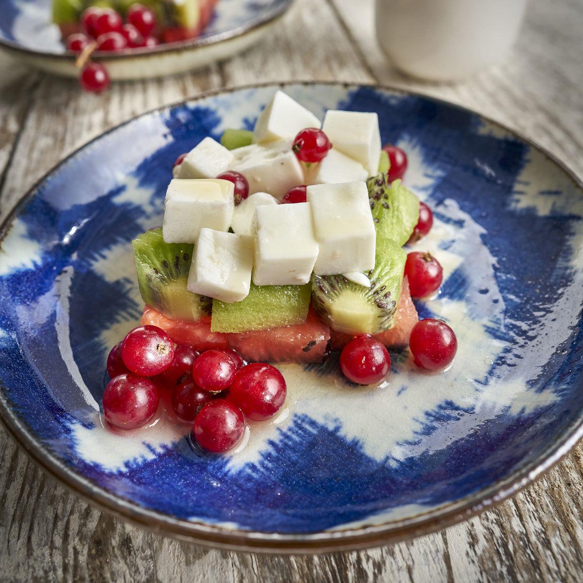 Macedonia con queso fresco y coulis de fresa   Comida de picnic:...