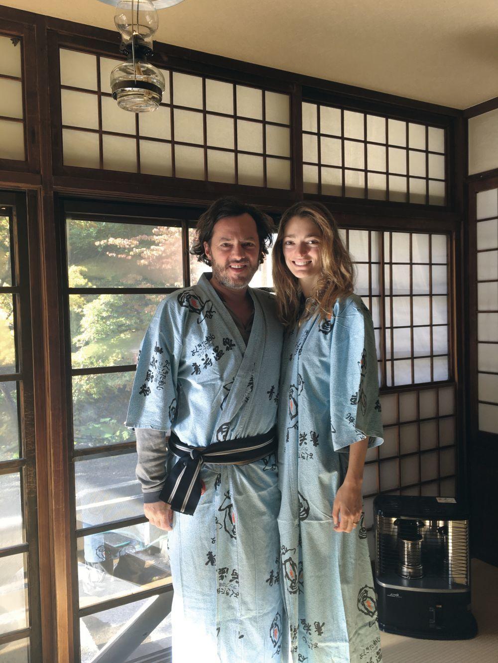 Sofía con su marido, Alex de Betak, en su última visita a Japón