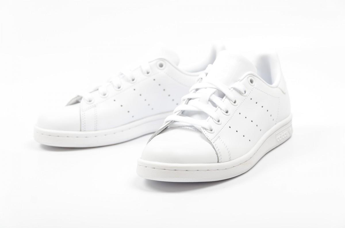 Sneakers Adidas (94.95 euros)