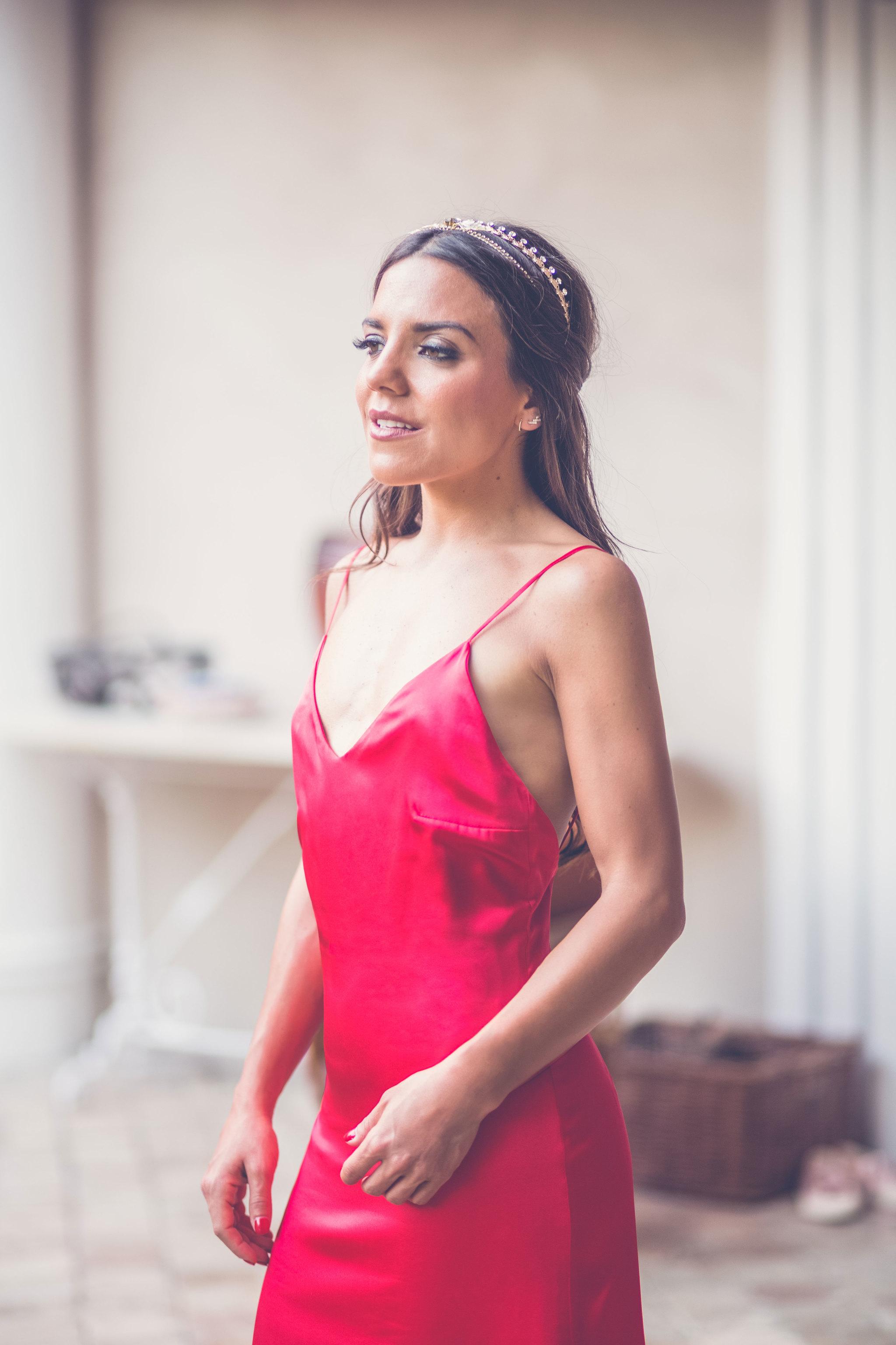 Vestido seda rojo - PVP: 340¤. Maquillaje y hair style por KleyKafe...