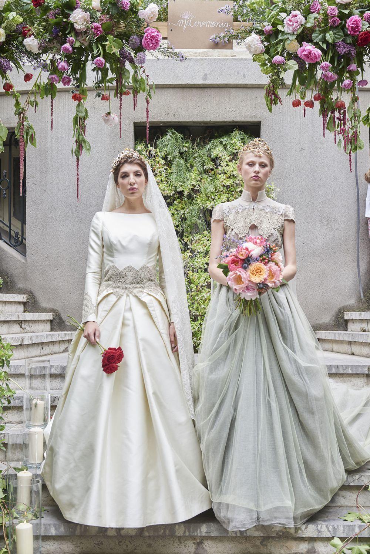 Las novias de Lola Verdú, con tocados de M de Paulet y ramo de flores...