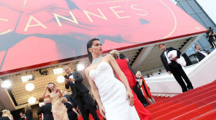 Adriana Lima en la red carpet.