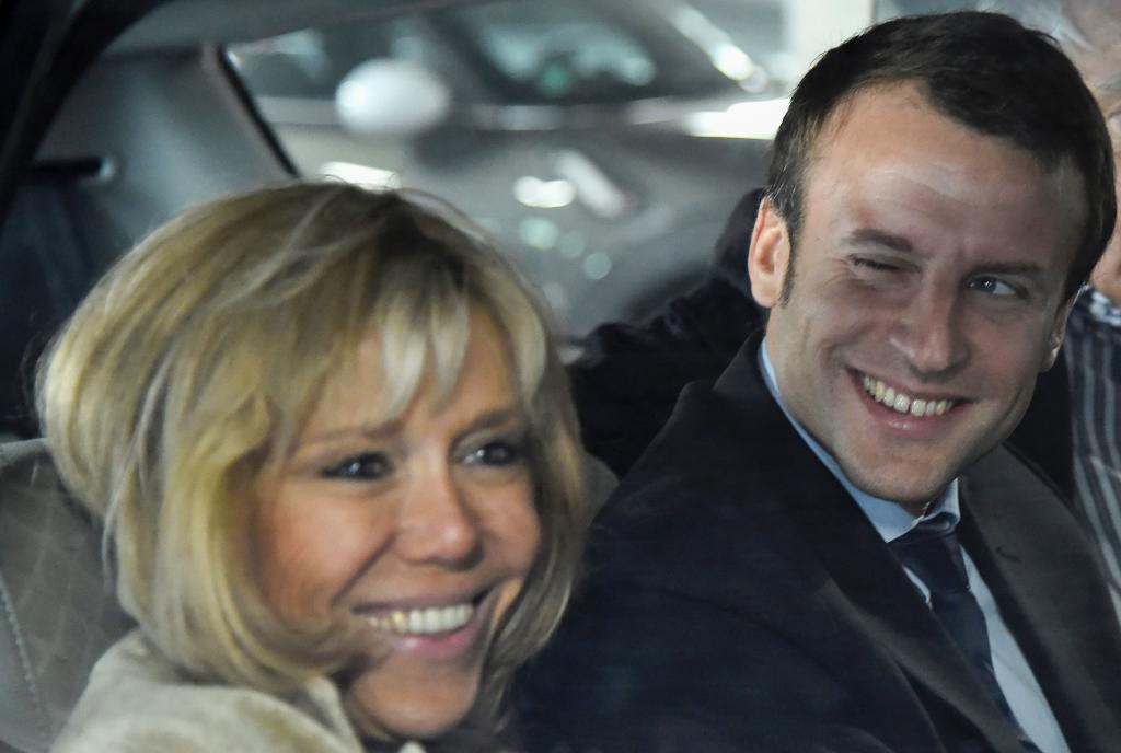 Emmanuel Macron y su mujer Brigitte Trogneux en un mítin (2016)