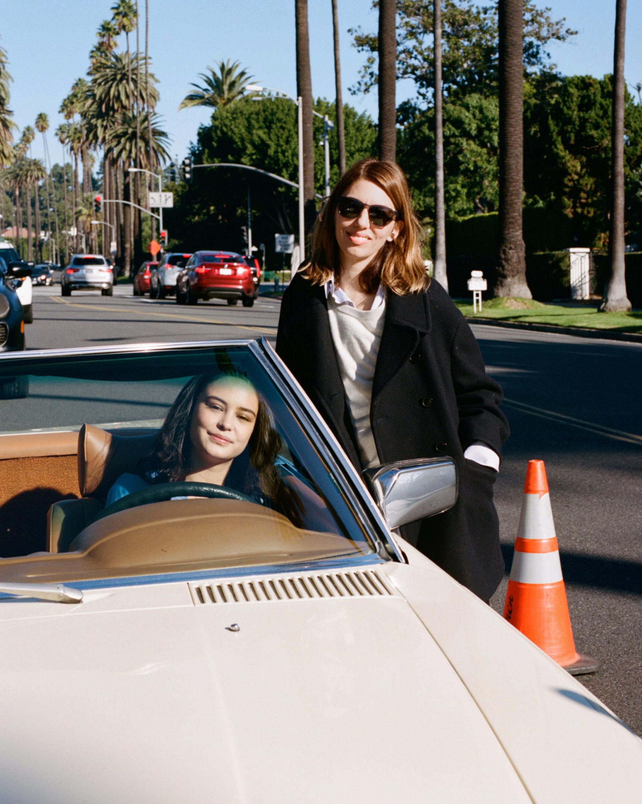Sofia Coppola con la actriz Courtney Eaton en Los Angeles.