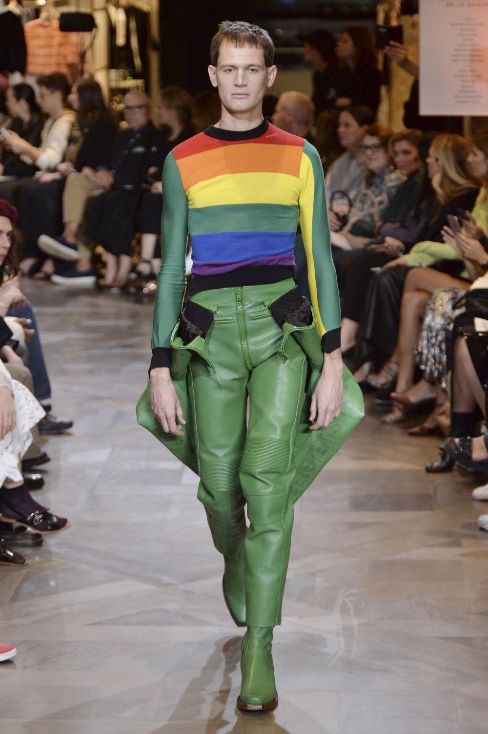 Modelo de la firma de moda Vetements