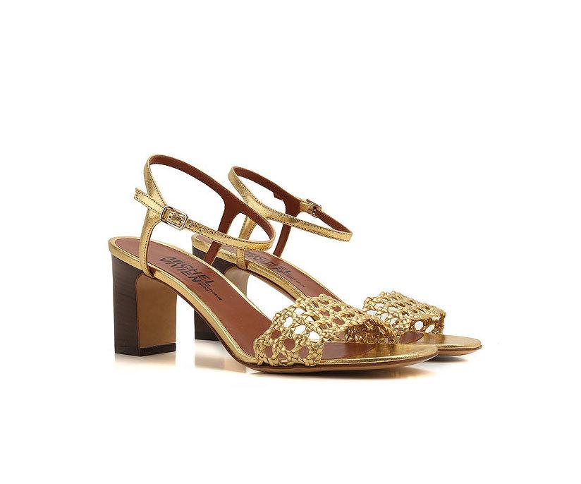 Las sandalias de Michel Vivien.
