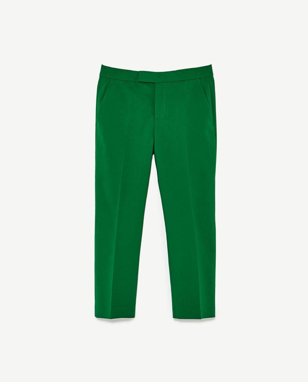Pantalón de pinzas de Zara (29.99 euros).