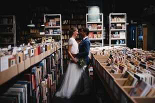 Alba y Gerardo se casaron en una boda original y con mucho rollo, de...