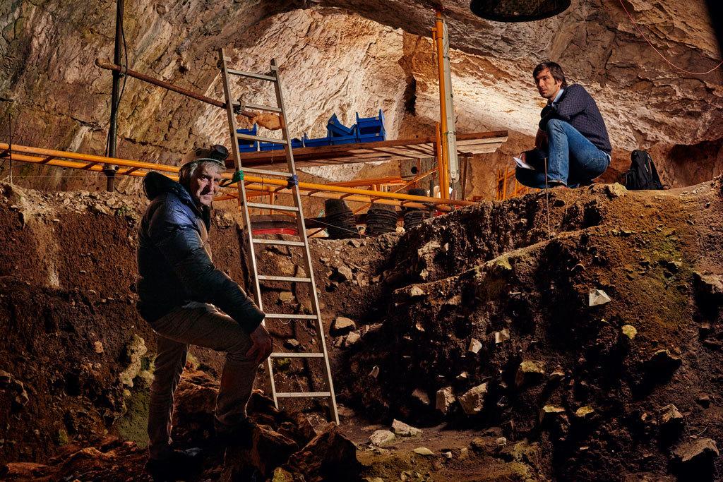 El paleoantropólogo Juan Luis Arsuaga y el periodista César Suárez...