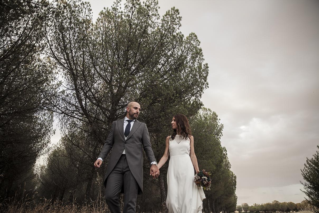 Esther y Juan se casaron en una boda íntima y de aires rústicos...