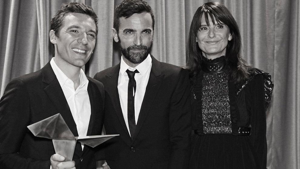 Julien Dossena, Nicolas Ghesquière y Marie-Amélie Sauvé durante la...