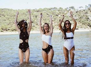 """Itziar Aguilera, Laura Escanes y Maria Frubies en una foto """"behind the..."""