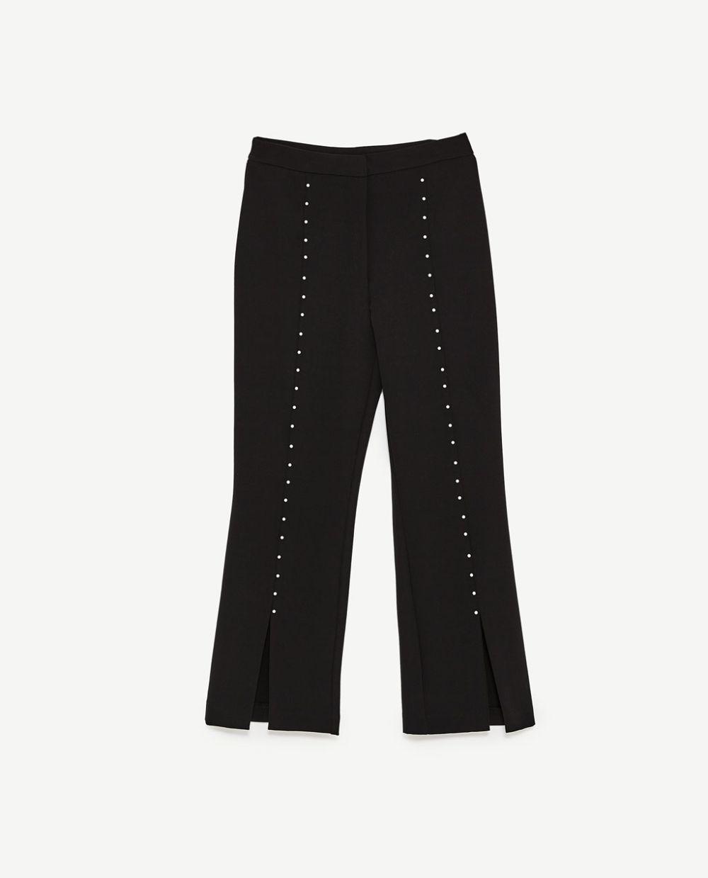 Pantalón con detalles de perlas, Zara (29.95 euros).