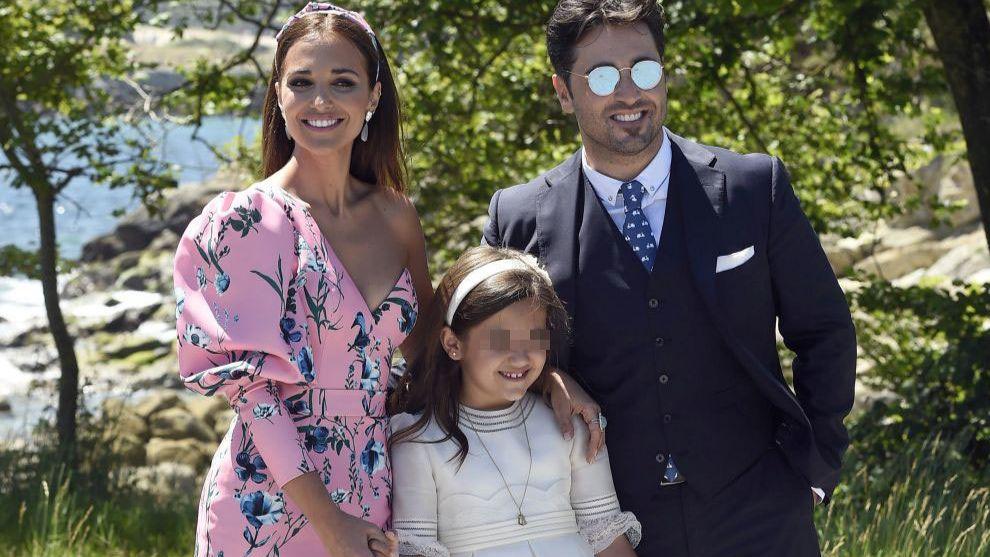 Paula Echevarría y David Bustamante junto a su hija Daniella el día...