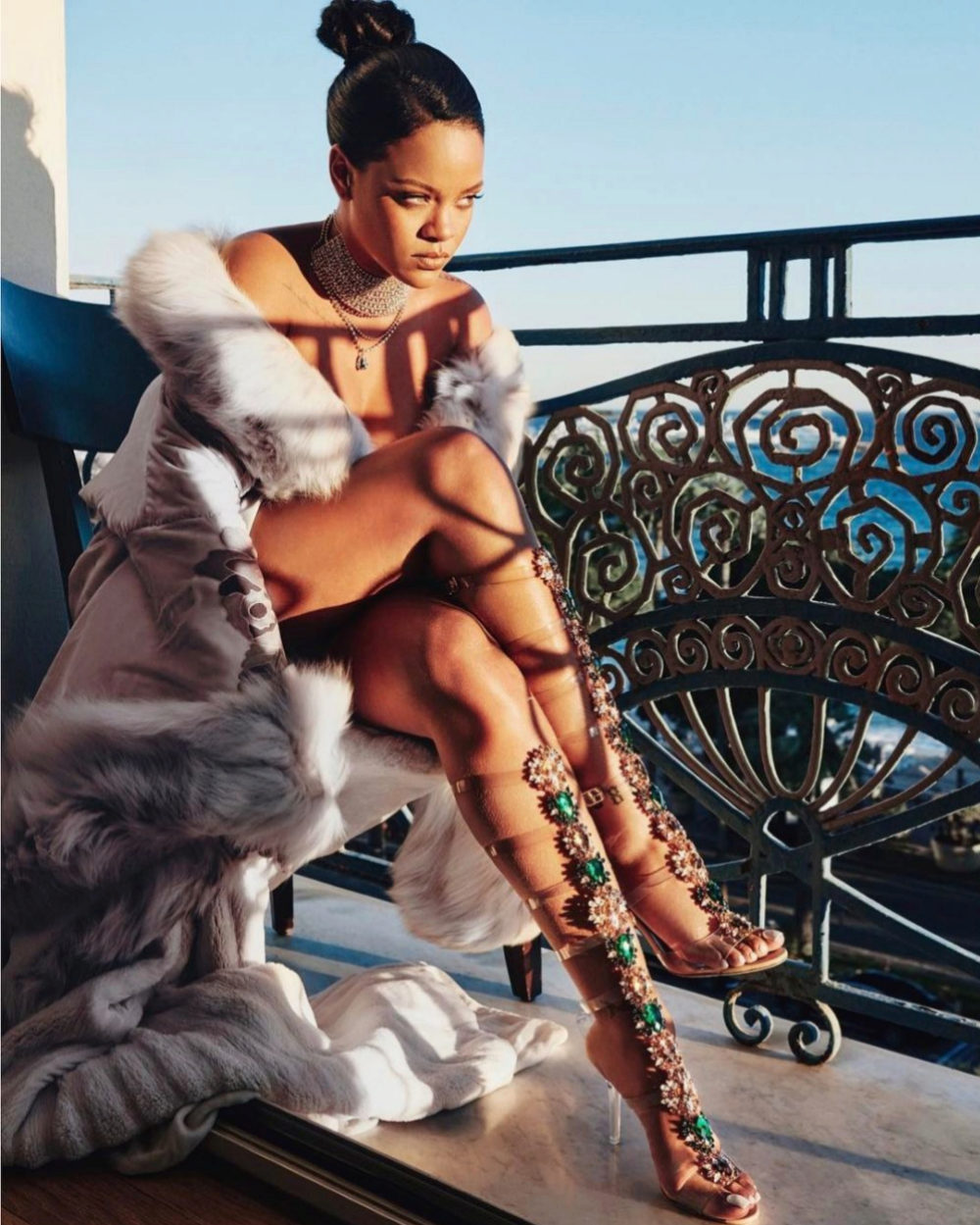 """""""So Stoned"""" la nueva colaboración de Rihannax Manolo Blahnik"""