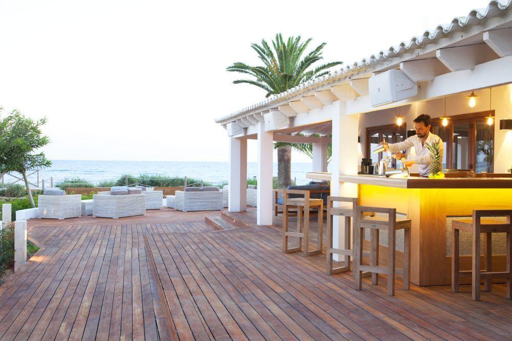 Una de las terrazas con vistas al mar del Beach Club del Gecko Hotel.