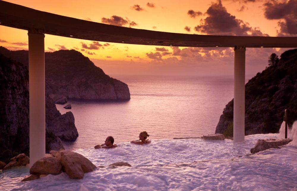 El Spa La Posidonia tiene una de las piscinas terapéuticas más...