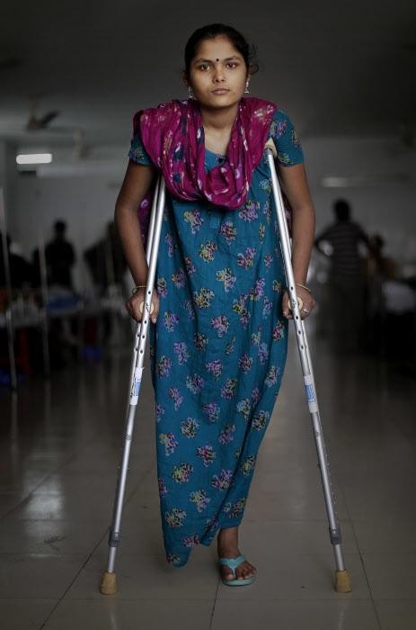 Una de las trabajadoras del centro Rana Plaza de Bangladesh que se...