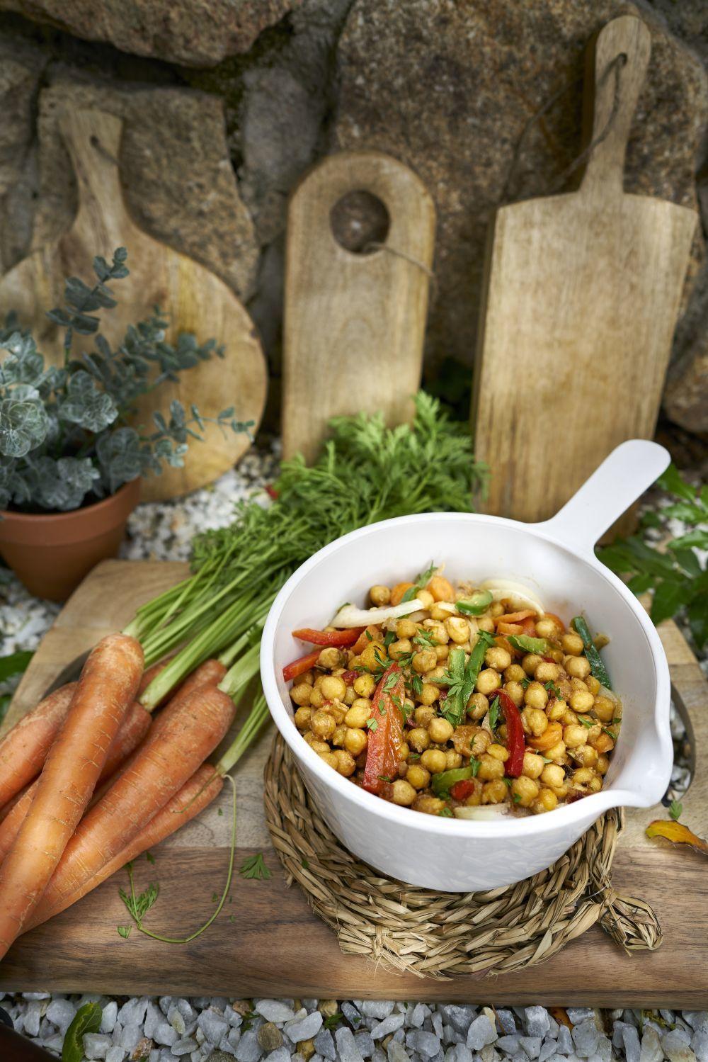 Garbanzos con verduras de verano
