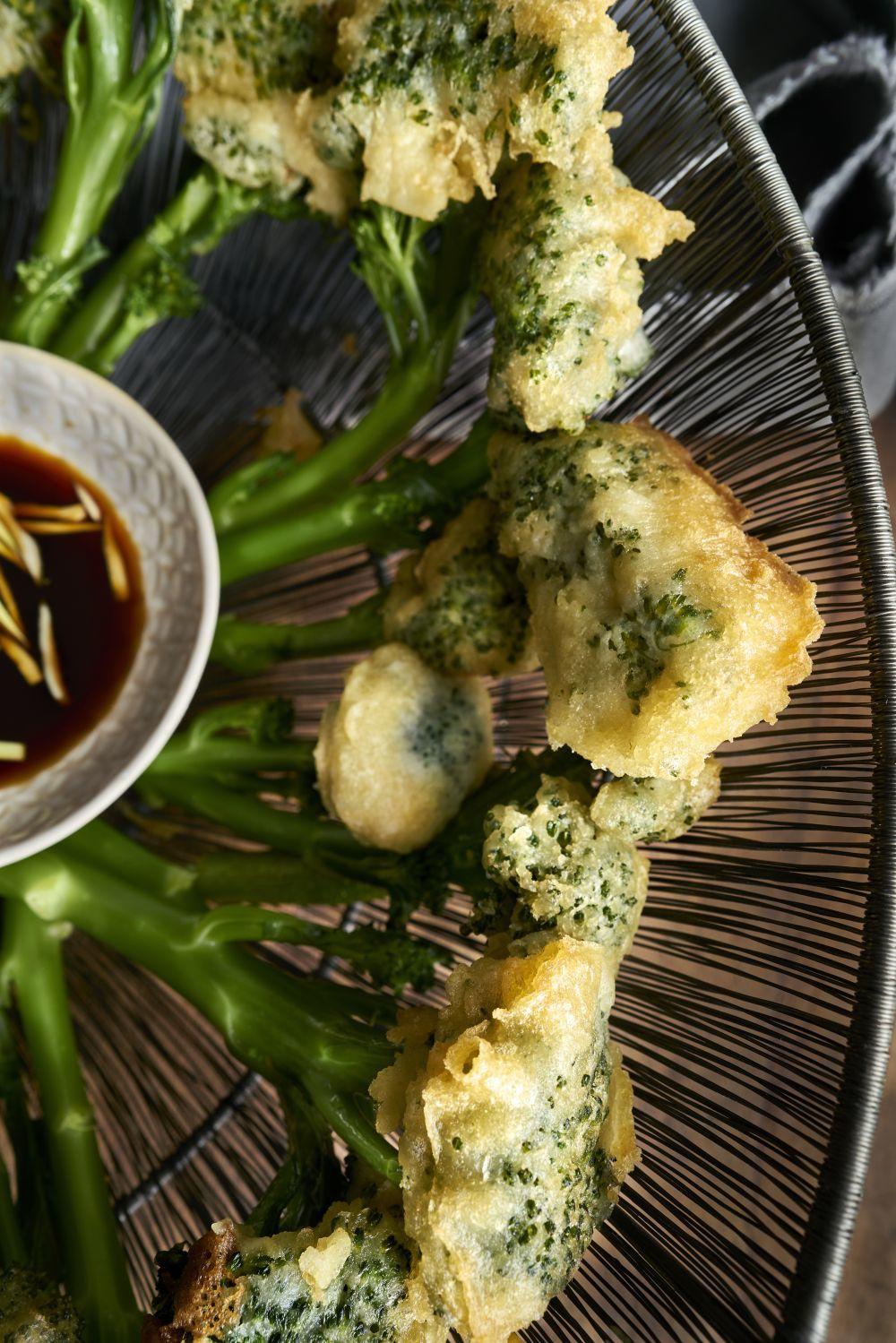 Bimi en tempura con salsa de teriyaki