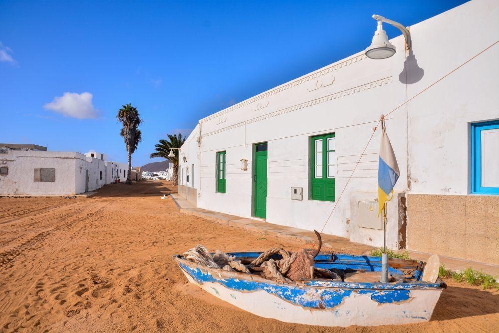 Es la capital de La Graciosa, la isla más desconocida del...