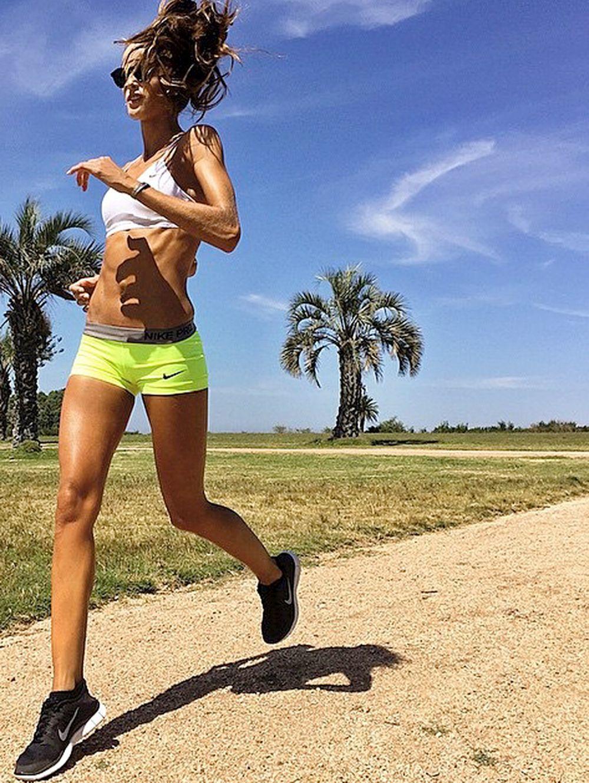 Chica practicando running