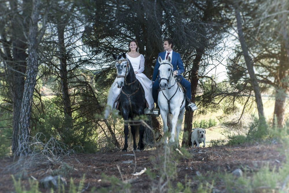 Mari Cruz y Raúl se casaron en  una boda de inspiración ecuestre y...