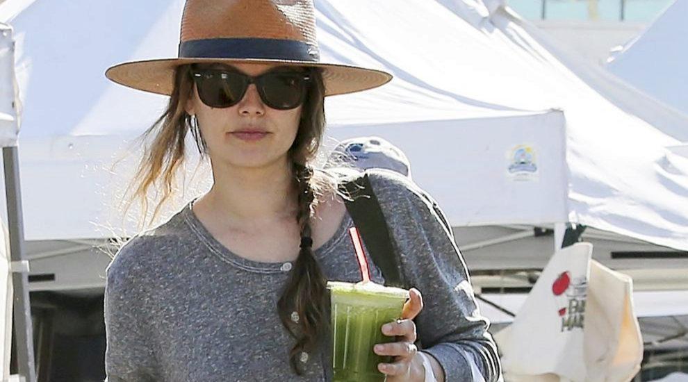 Rachel Bilson se apunta a las bebidas verdes detox para este verano.