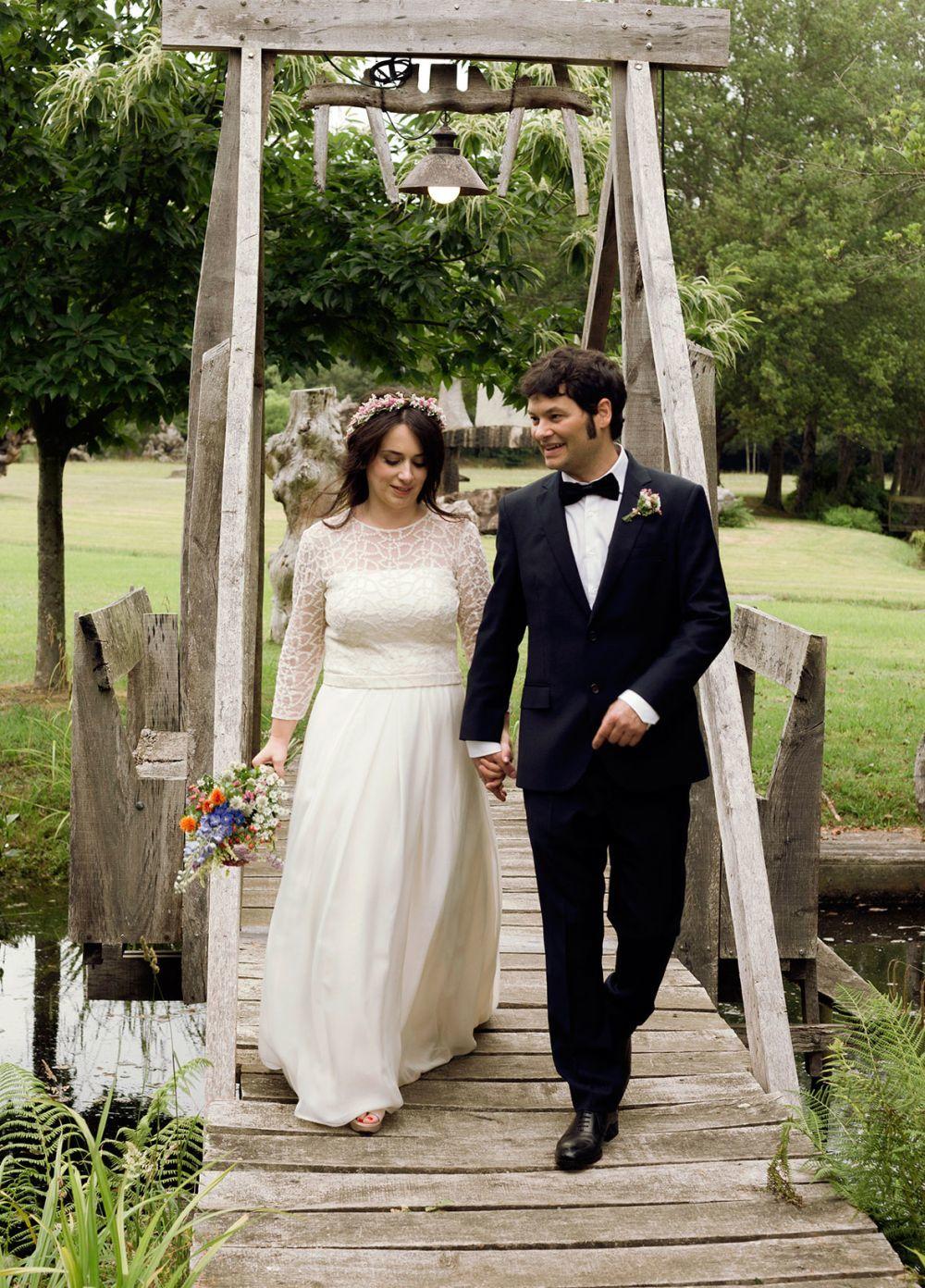 Mónica y Javier se casaron en una boda celebrada en una jardín...
