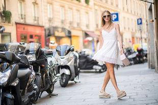 El vestido blanco es la prenda de la temporada.