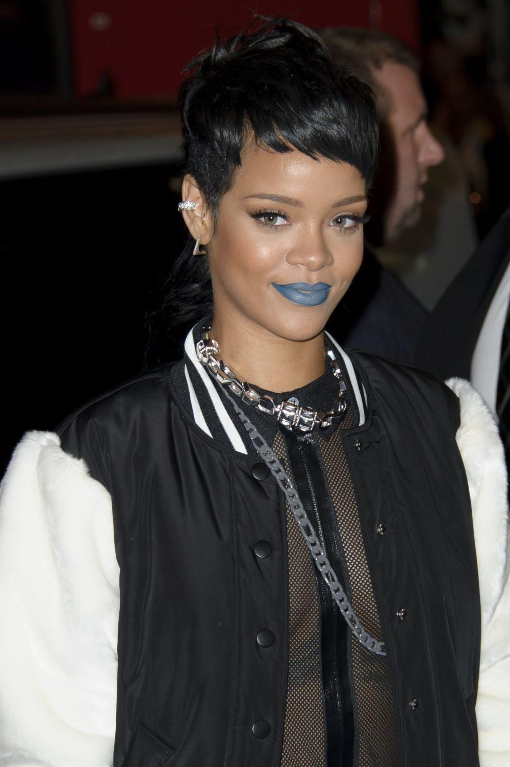 La cantante Rihanna en la presentación de la colección de otoño de...