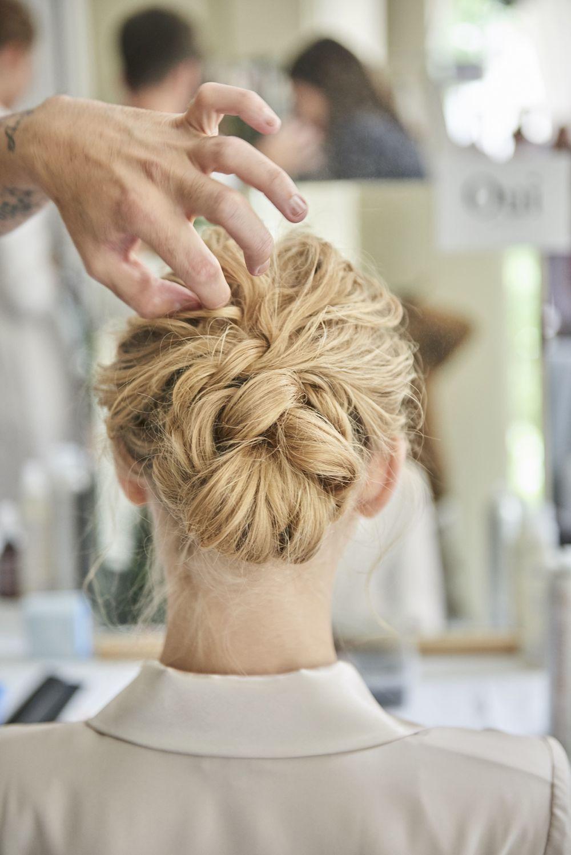 Bonito y cómodo peinados moño bajo Fotos de cortes de pelo tendencias - Recogido ideal   Peinado novia: un moño bajo trenzado