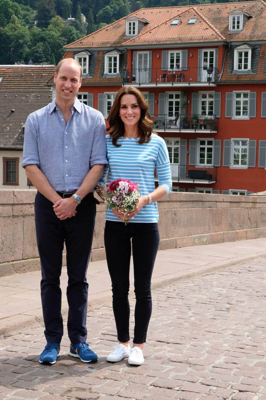 Kate Middleton vistiendo pantalones de Zara