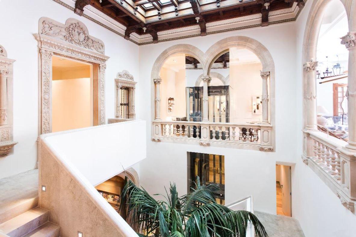 La famosa escalera de piedra de Rialto Living.