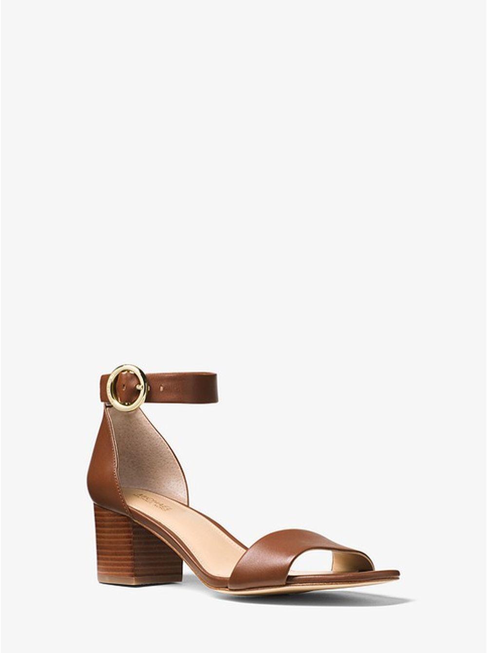 Sandalias de piel,  Michael Kors (105 euros).
