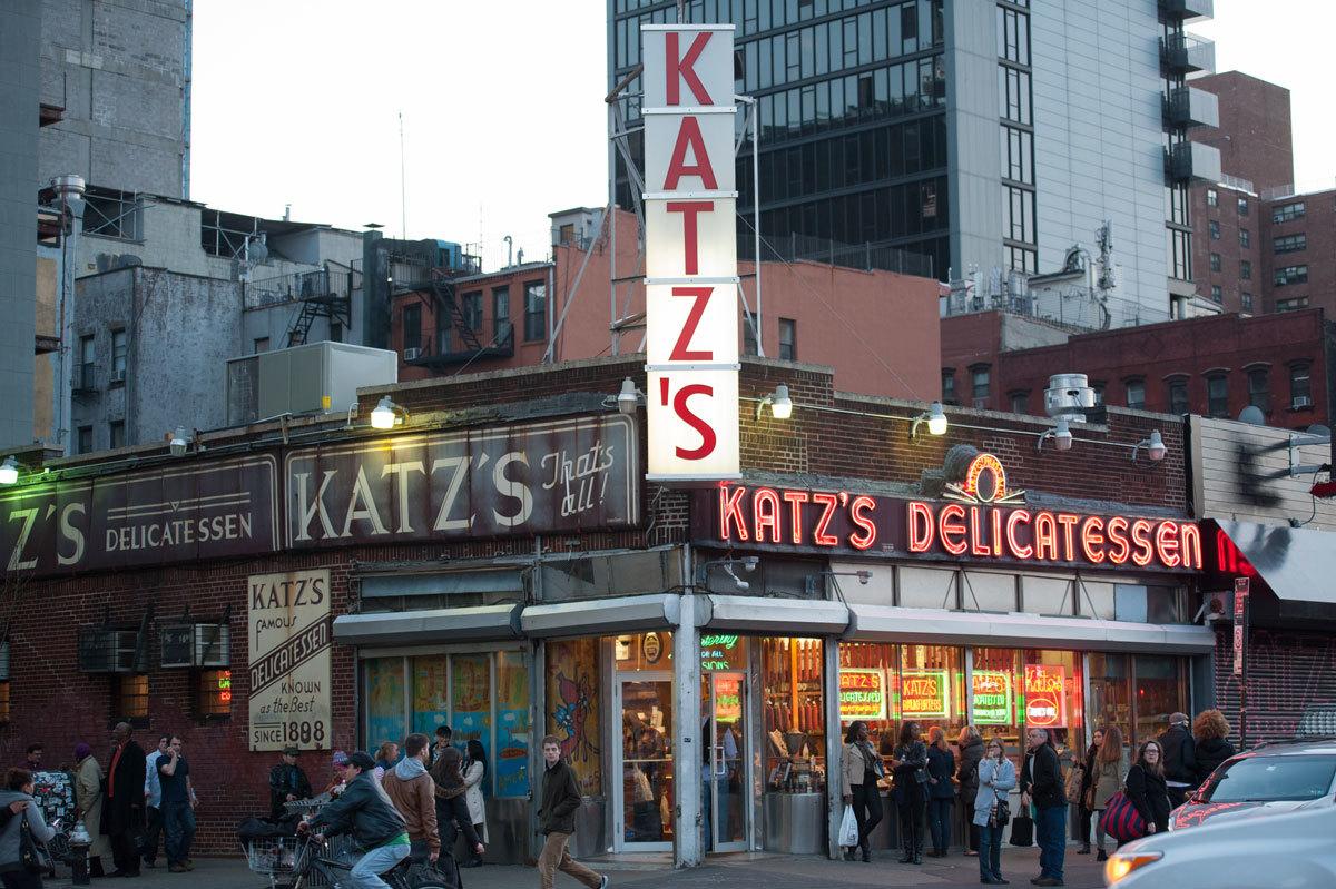 Los sándwiches de pastrami de Katz's son famosos en todo el mundo.