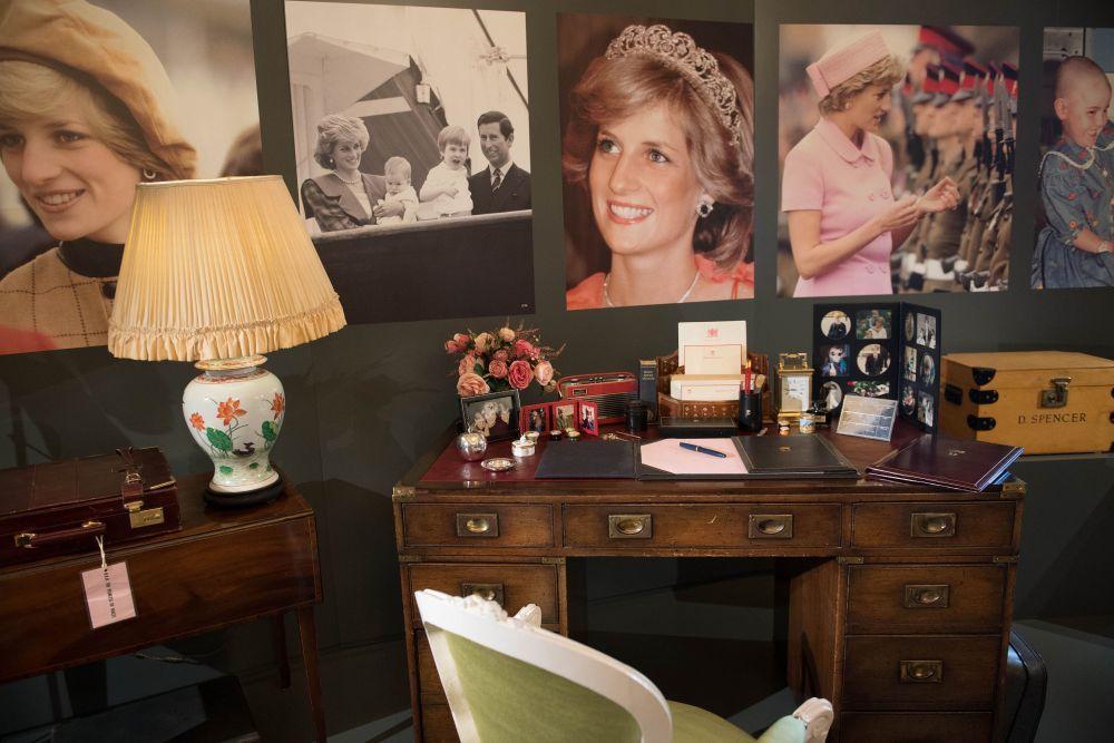El escritorio de Lady Di es la pieza principal de la exposición