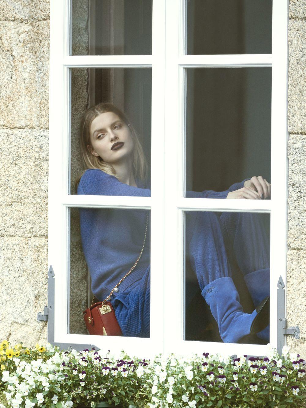 Jersey de punto con detalles de perlas Chanel, pantalón de pana Lebor...