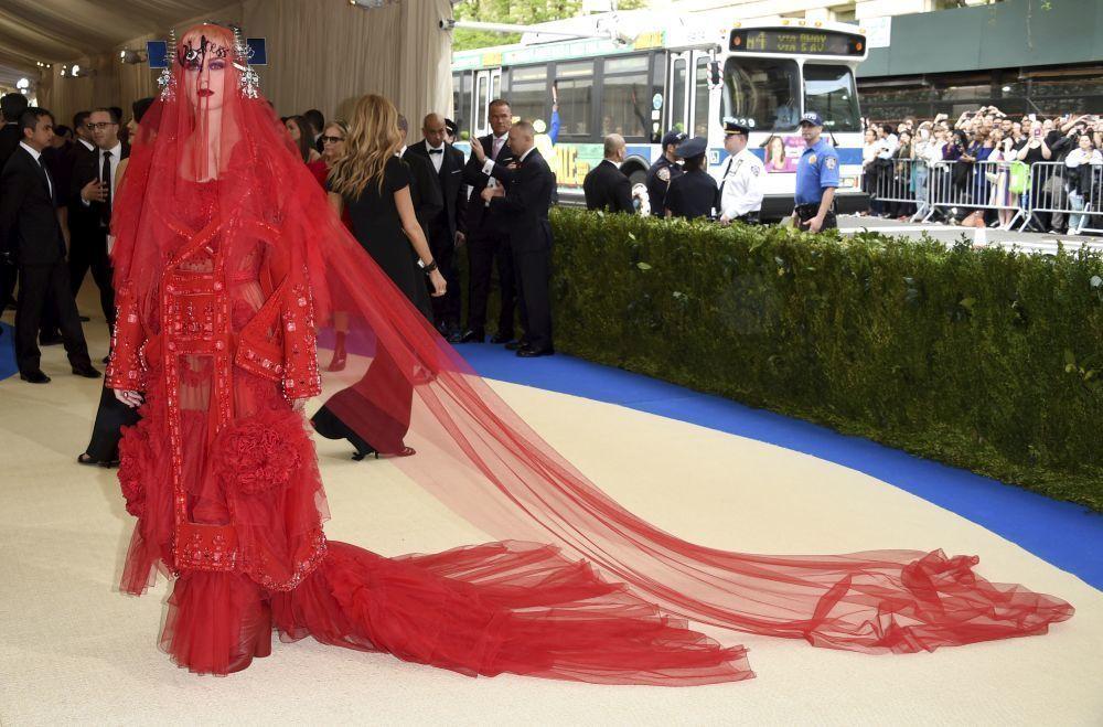 Katy Perry en la Gala Met 2017 con un diseño Maison Margiela by John...
