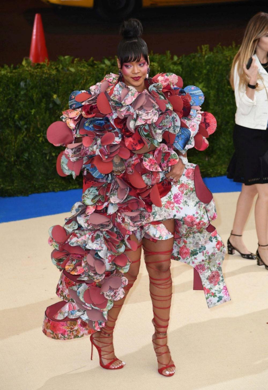Rihanna en la Gala Met 2017 vestida de Comme des Garçons