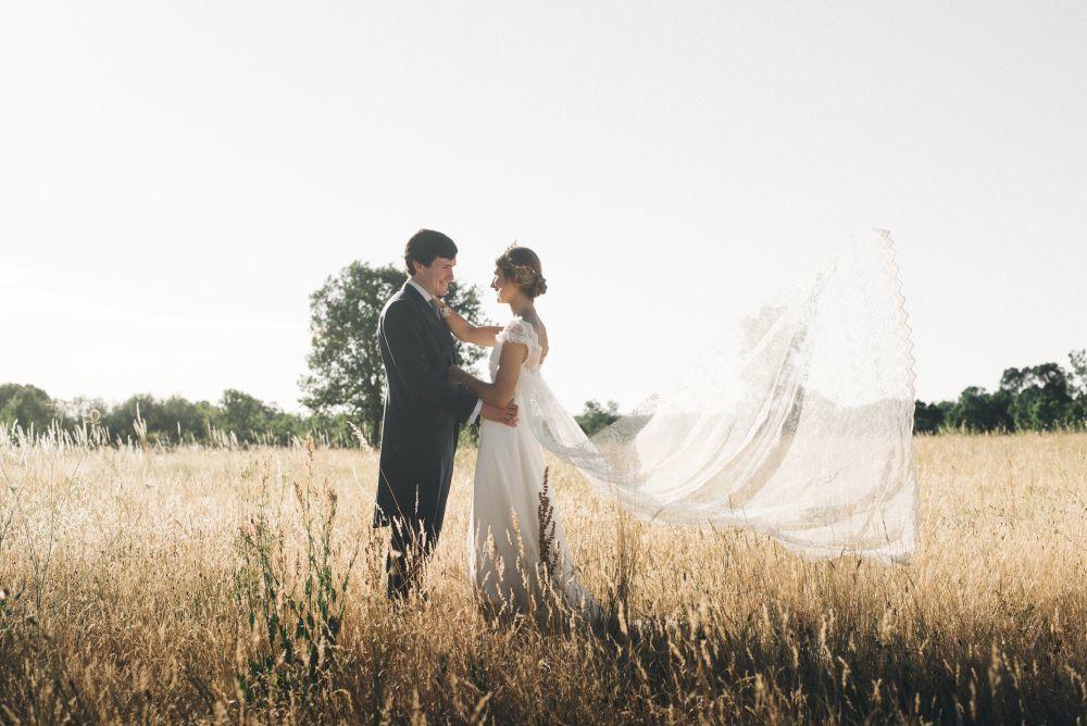 María y Carlos se casaron en una boda de aires campestres en un...