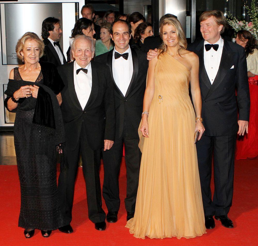 Jorge Zorreguieta junto a su esposa Carmen, su hija Máxima y su...