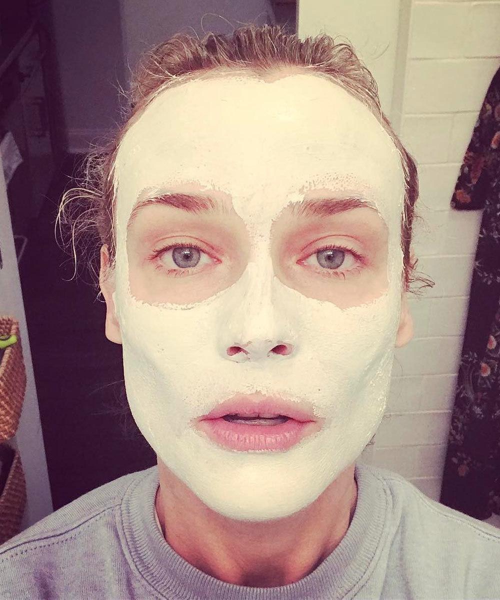 La actriz Diane Kruger es asidua a las mascarillas faciales sin salir...