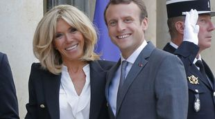 Emmanuel Macron junto a su esposa, Brigitte Macron.