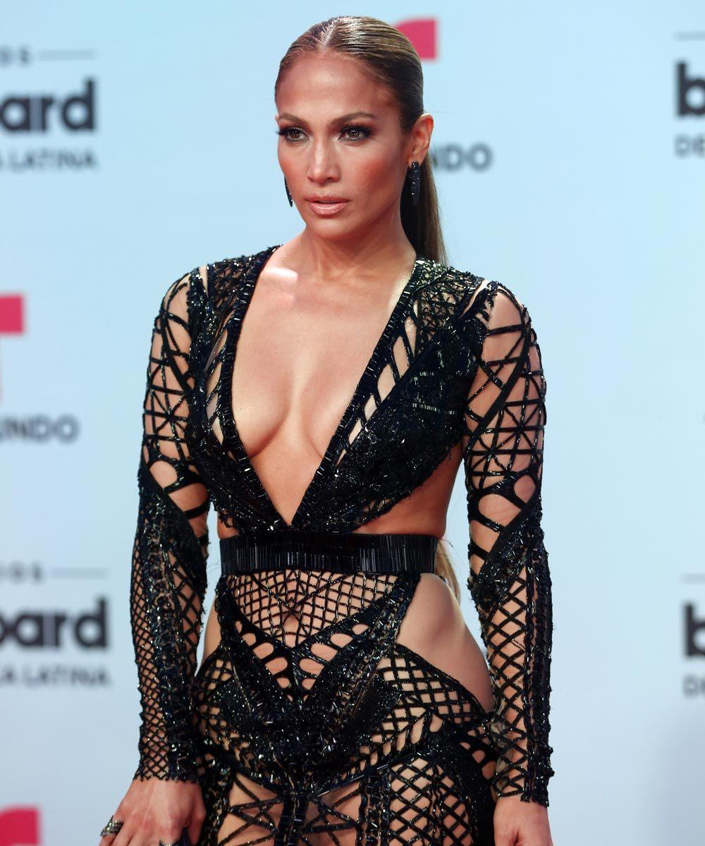 Jennifer Lopez luce una figura envidiable a sus 48 años.