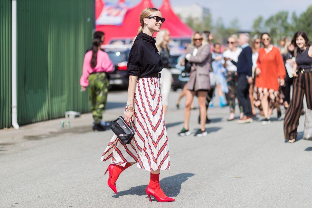 Pernille Teisbaek adopta la última tendencia de Balenciaga: calcetín...
