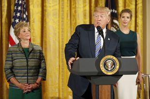 La Administración de Donald Trump paga un 20% menos a las mujeres que...