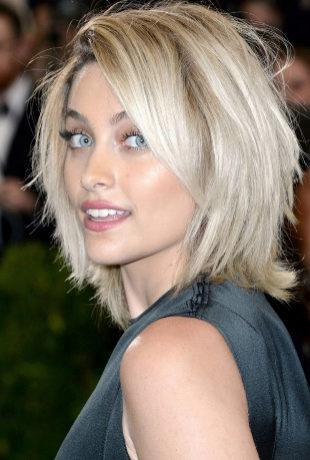 Paris Jackson con su nuevo look de pelo.